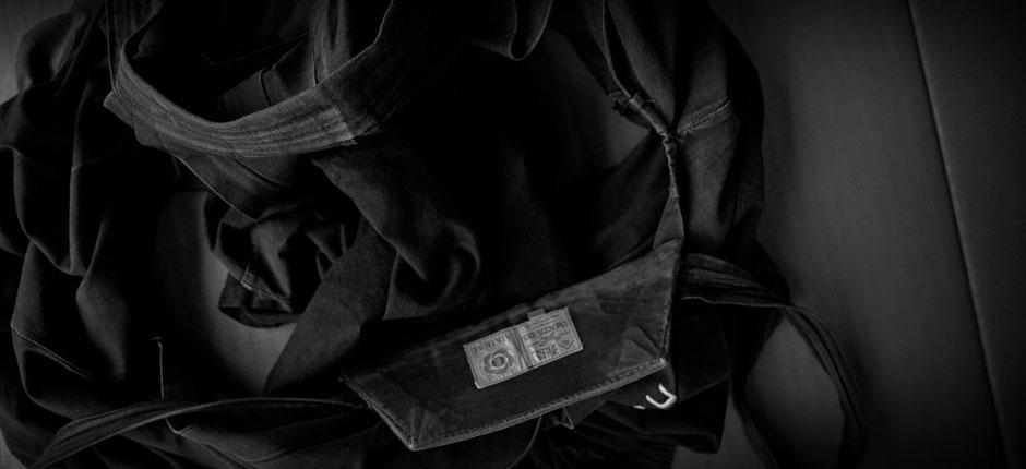 Hakama de aikido sobre tatami